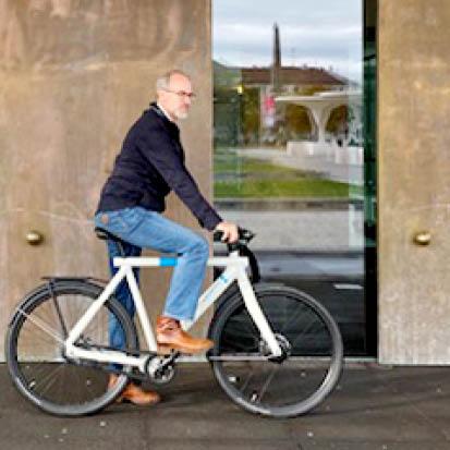 digital Radfahren: Firmeninhaber Götz Schneider fährt Smartbike